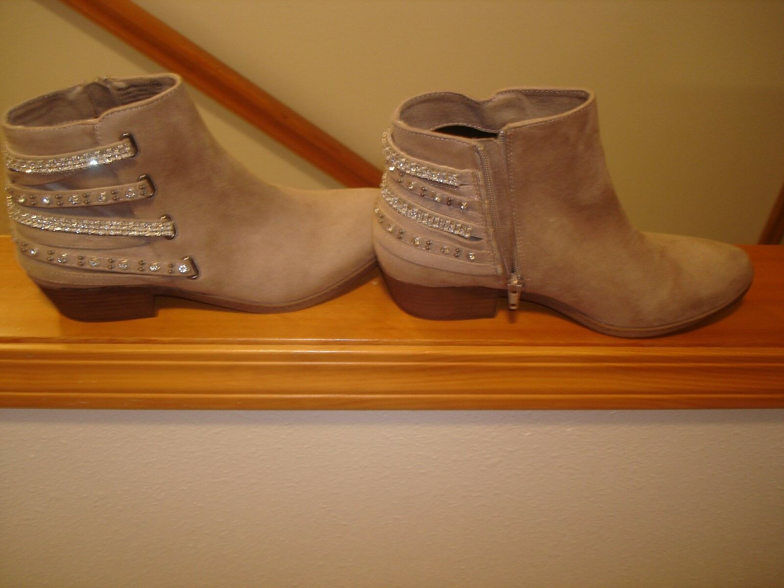 NOT RATED LYNN TAUPE 10 MEDIUM BOOTS BRAND NEW