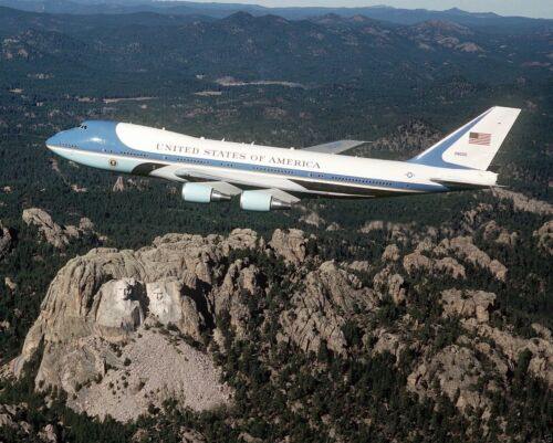 Air Force One with President Bush flies over Mount Rushmore 1990 New 8x10 Photo