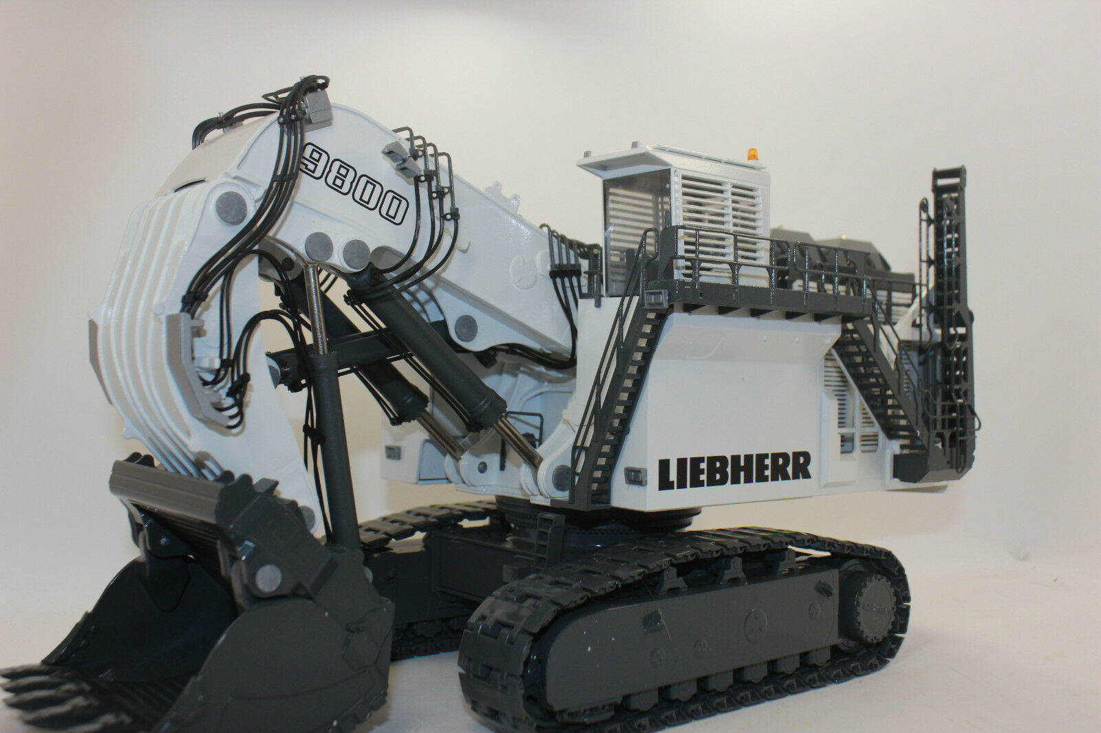 Conrad 2942 Liebherr R9800 Mining Excavator Front Shovel 1 50 New Boxed
