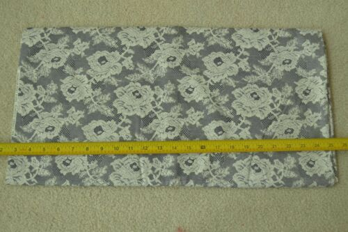 "Vintage White on Lacy-Look Black Cotton M5196 45/"" By-the-Half-Yard Cranston"