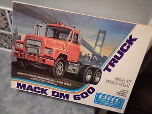 New-1976-AMT-Model-8022-MACK-DM-600-Truck-1-25-Box-Open