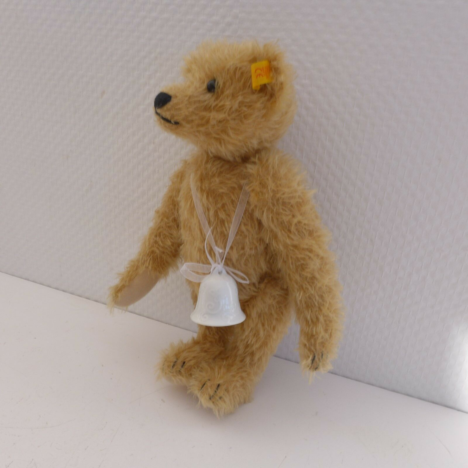 Liebhaberstück-    blonder Teddy von Steiff  mit Knopf und Porzellanglocke b41228