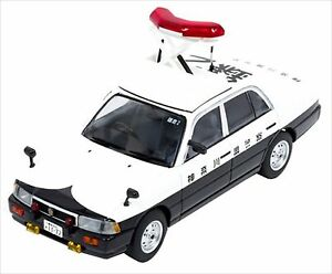 Rai S 1 43 Nissan Crew 1995 Police Car Elevator Up Specification