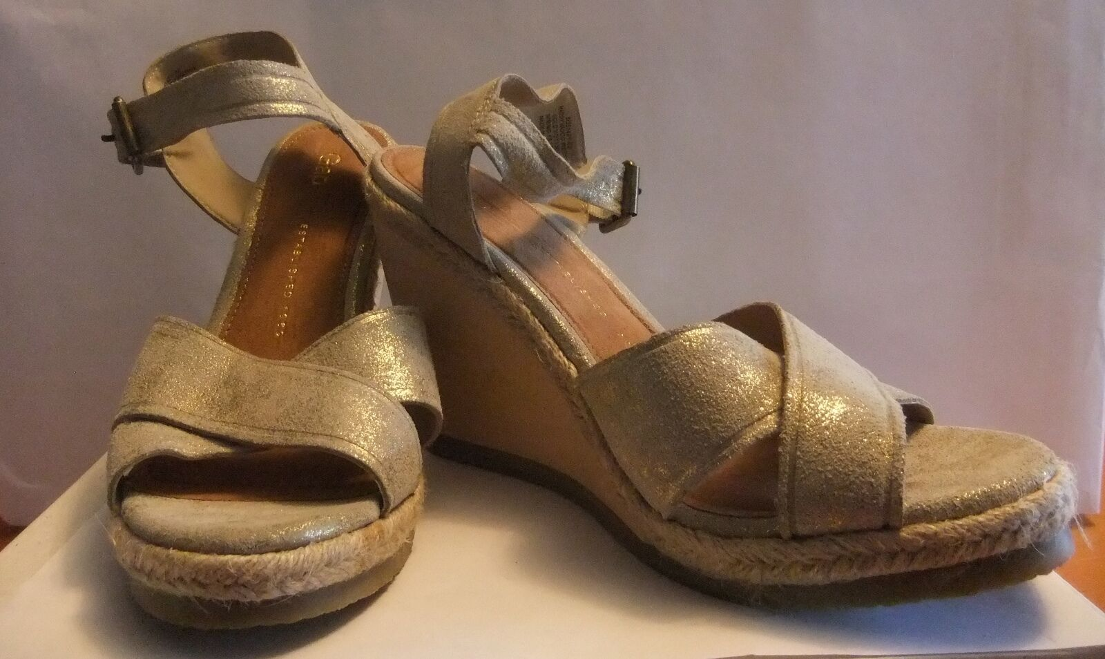Brand New & Unused GAP Maddy Wood Wedge Sandals in Gold Size 9
