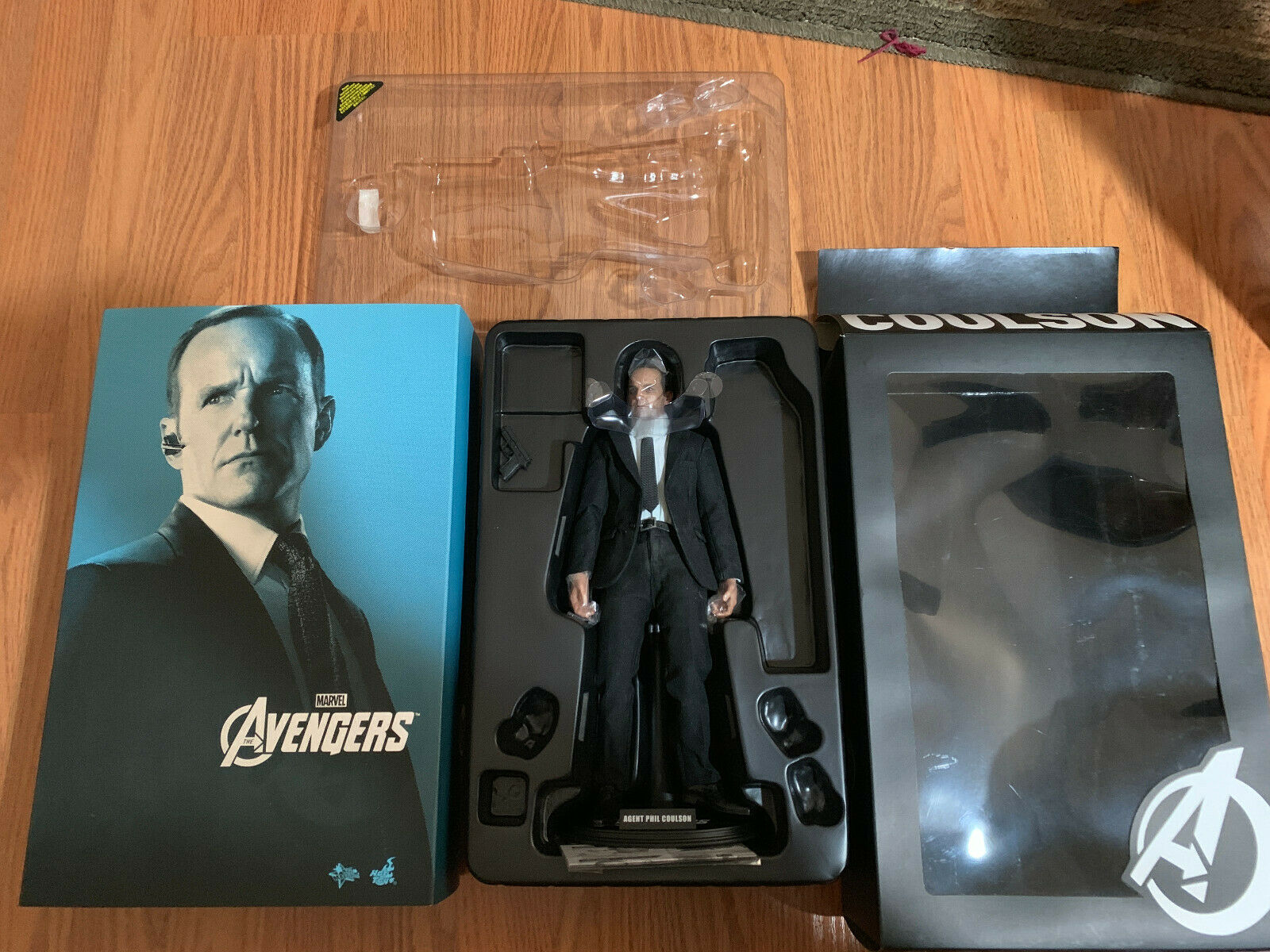 Hot Toys Avengers Agent Phil Coulson MMS 189