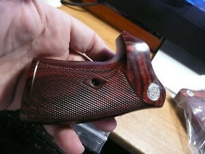 COLT-KING-COBRA-ANACONDA-ROSEWOOD-GRIPS-FACTORY-SILVER-MEDALLIONS-W-CHECKERING