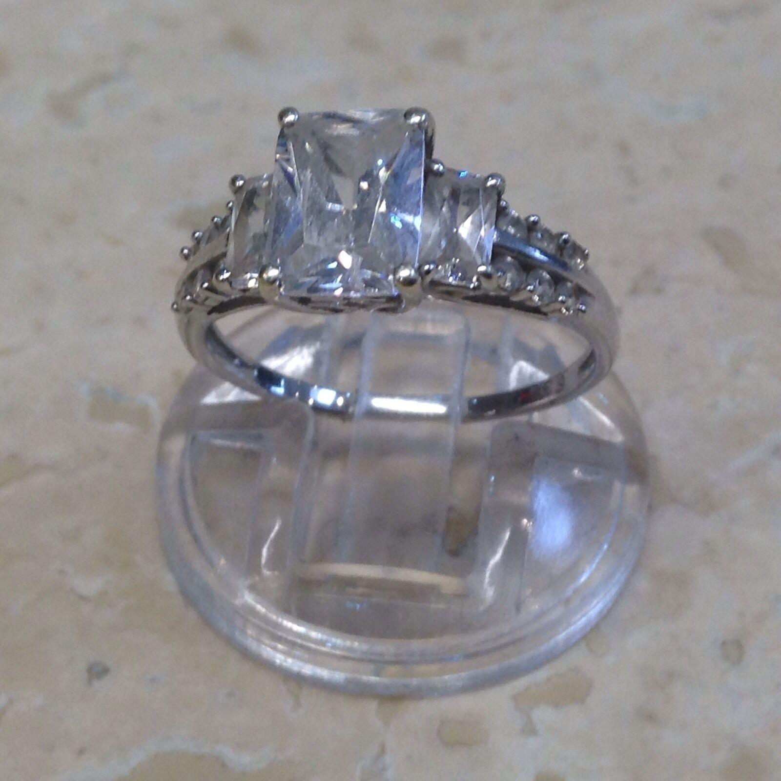 Stunning 9ct Cubic Zirconia Princess Cut Engagement Ring. Size N.