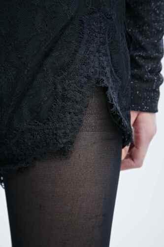 URBAN Outfitters Kimchi Blue FESTONI Ricamato Pantaloncini In Pizzo-Nero M RRP £ 45