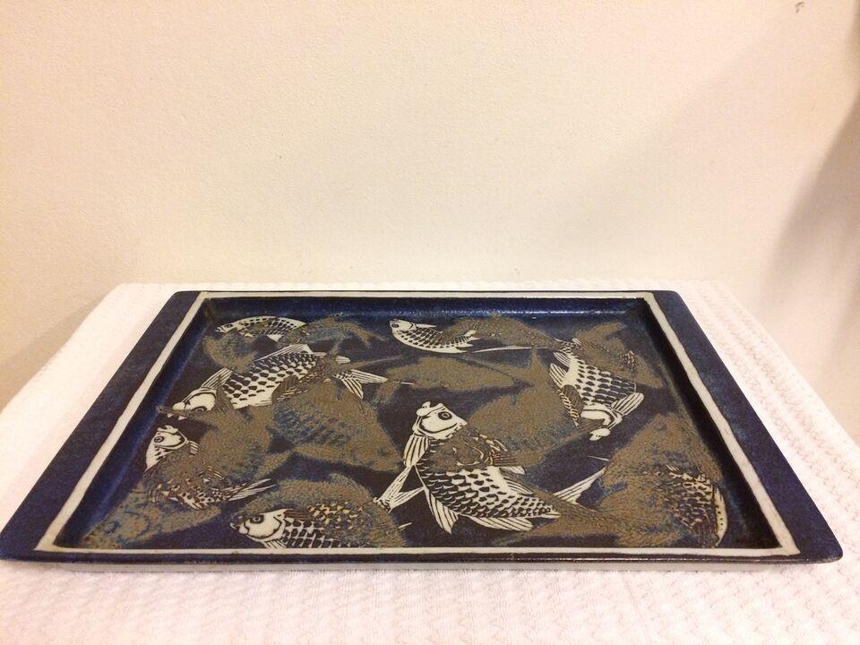 Fajance, Bakke med fisk. Nr. 807/3524, Kongelig Porcelæn