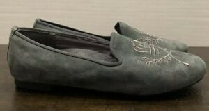 VIONIC-Sz-6-Gray-Suede-Slip-On-Flats-034-ROMI-034-Gold-Embroidered-Crest-Loafers