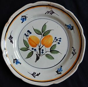 B171-Assiette-ancienne-en-faience-ROANNE-decor-de-FRUITS