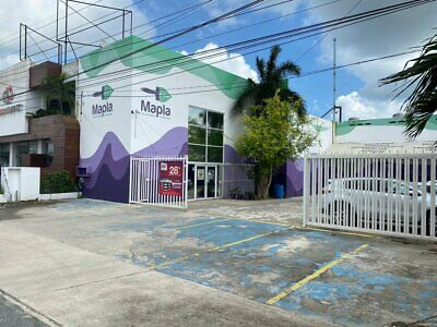 En venta local con bodega y oficinas sobre av Colosio Cancun