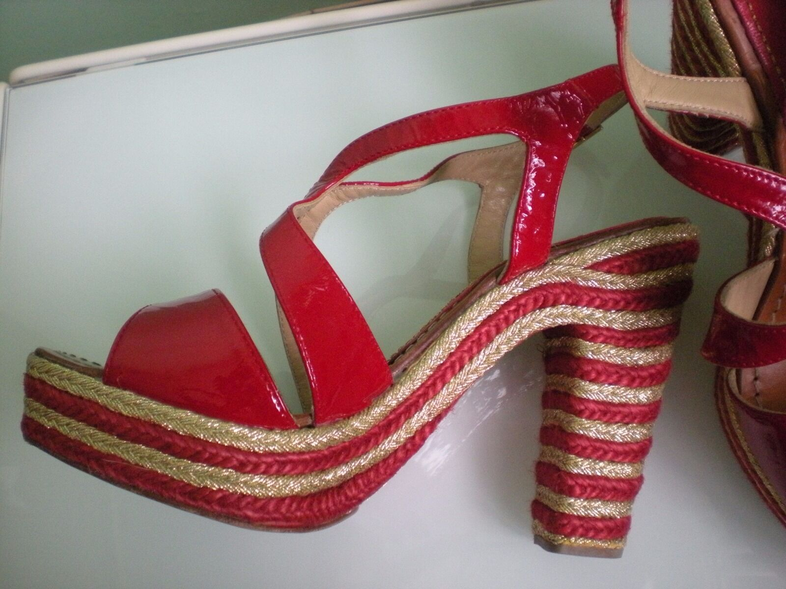 194 PALOMA BARCELO Anthropologie ROT Patent Leder Gold Heel Schuhes Spain SZ 7