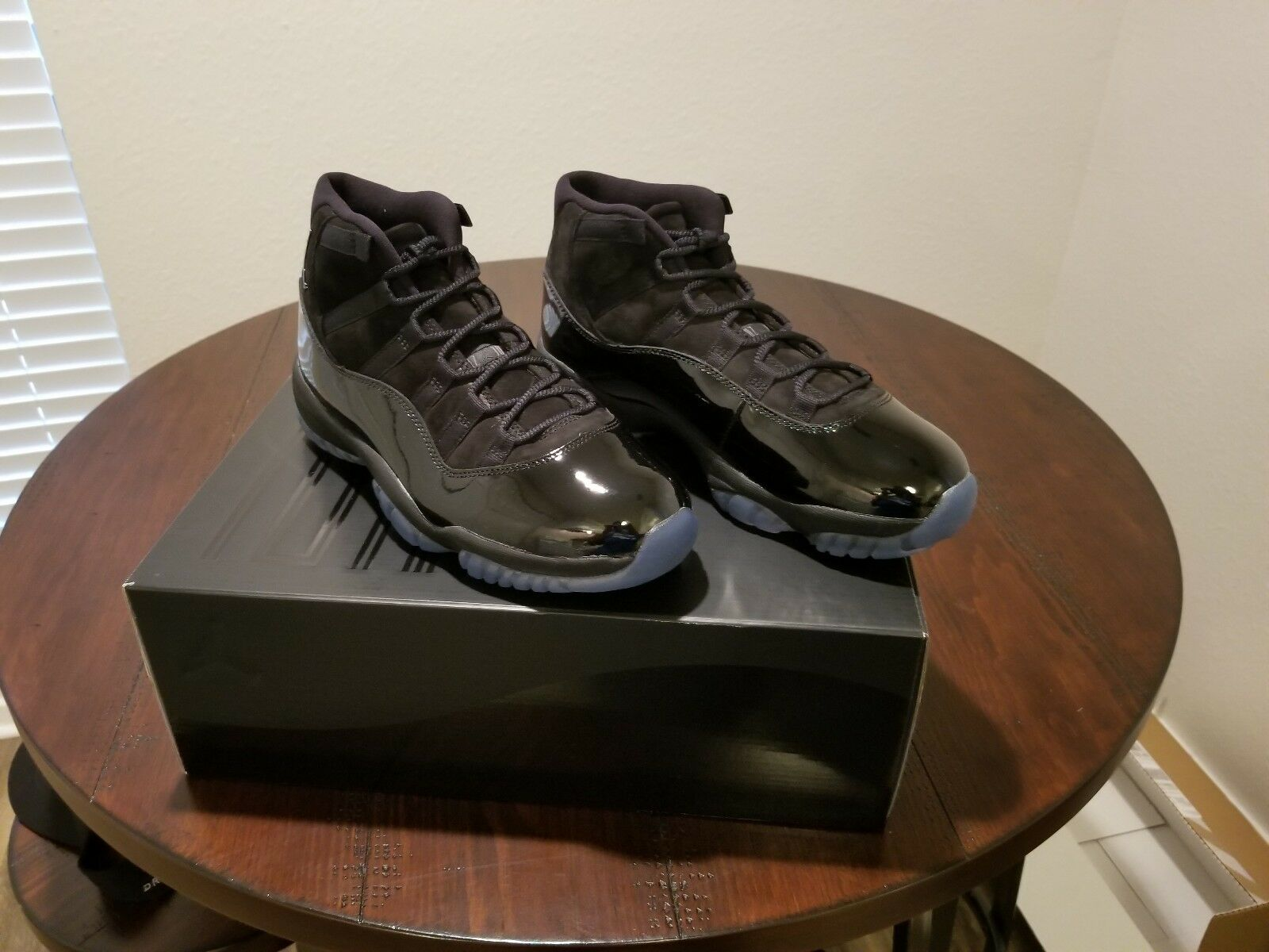 jordan retro 11 cap and gown
