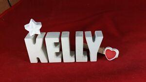 Beton-Steinguss-Buchstaben-3D-Deko-Namen-KELLY-als-Geschenk-verpackt