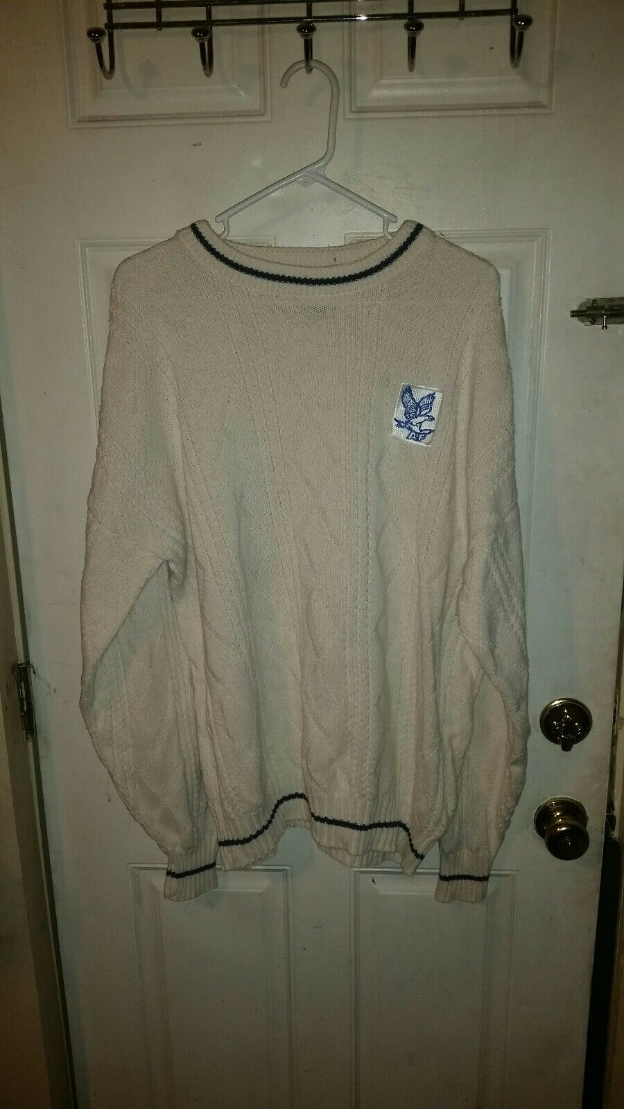 UNITED STATES AIR FORCE ACADEMY FALCONS WHITE SWEATER 100% COTTON LARGE L