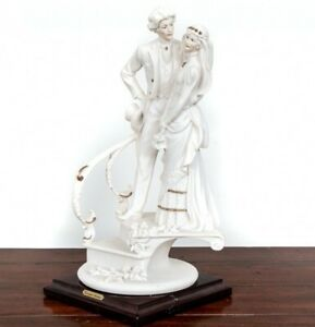 1988-Capodimonte-Porcelain-Figurine-034-Wedding-of-the-Bride-and-Groom-on-the-Stair