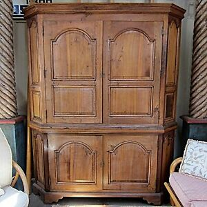 Solid Wood Large Enclosed Wet Bar Cabinet With Plumbed
