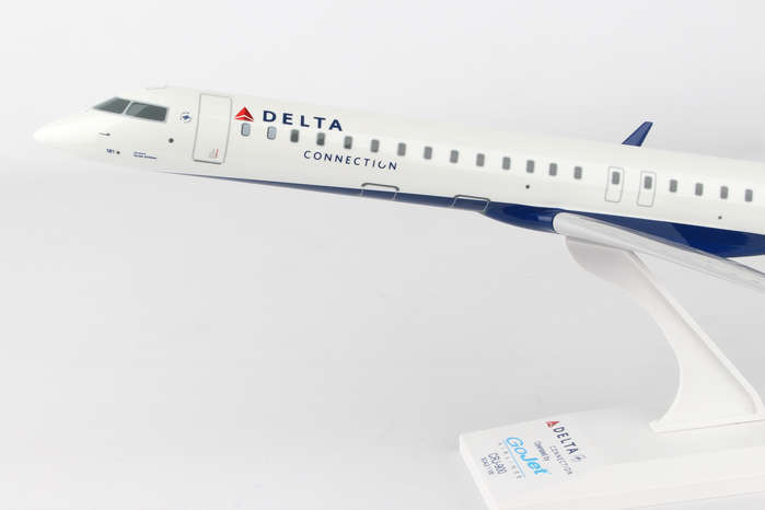 Skymarks Delta Connection CRJ900 1 1 1 100 Scale with Stand - GoJet N181GJ b42e7b