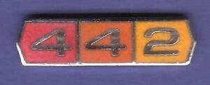 442-GM-OLDSMOBILE-HAT-PIN-LAPEL-PIN-TIE-TAC-ENAMEL-BADGE-0543