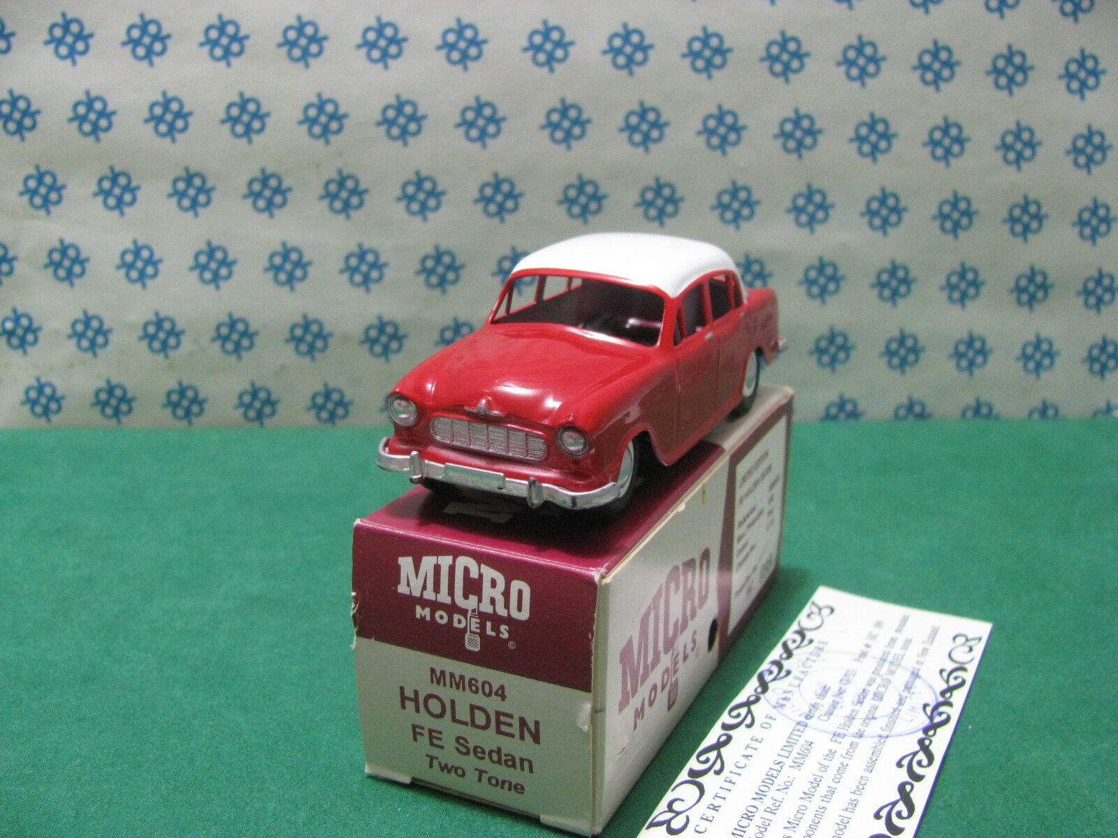 Vintage micro Models-Holden fe sedan biColoreee mm604-MIB