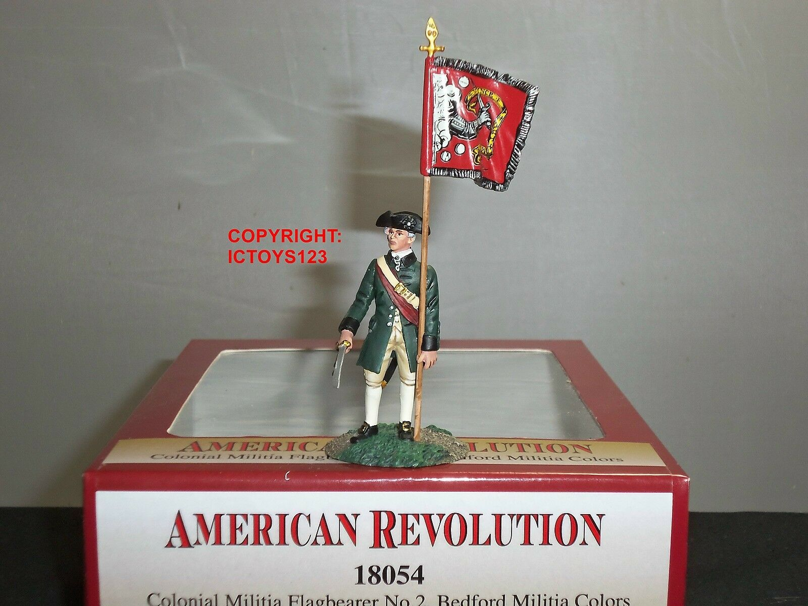 BRITAINS 18054 COLONIA MILITIA BEDFORD COLORS FLAGBEARER TOY SOLDIER FIGURE