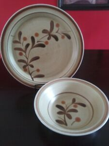 Premiere-Potterskraft-Wild-Berries-P5026-Hostess-Set-12-034-Serving-Plate-and-9-034
