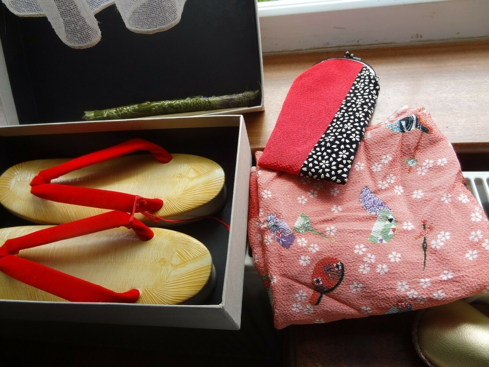 JAPANESE SHOES SCARF CHOPSTICKS & GLASSES CASE BOXED NEW SHOES ATTACH RED VELVET