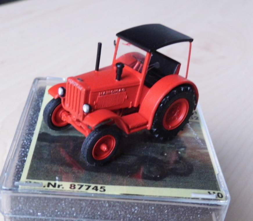 Hanomag R 40 Road Version with roof, 1941-52 - Red-by Saller 1 87