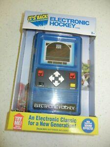 Electronic-Handheld-HOCKEY-Game-Remake-of-the-1978-vtg-Mattel-game-Pocket-NIB