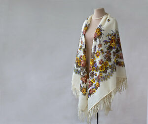 Russian shawl, cream wool shawl, with mauve roses and yellow grapes