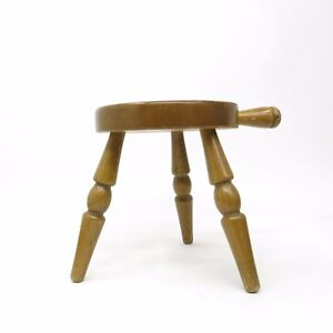 Vintage-Country-Wooden-Amish-Milking-Stool-with-handle-Wood-Barn-Milk-Chair