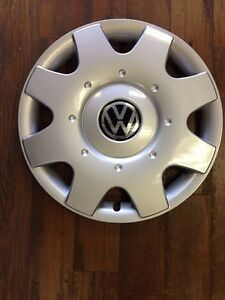 1-VW-BEETLE-HUBCAP-HUB-CAP-WHEEL-COVER-AFTERMARKET-16-034-1998-1999-2000-01