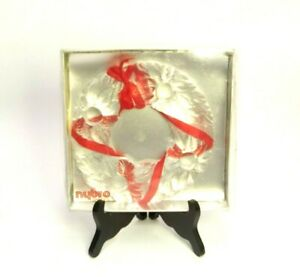 NEW-NYBRO-SWEDEN-TAPER-CANDLE-HOLDER-CHRISTMAS-WREATH-CLEAR-GLASS-W-RED-RIBBON
