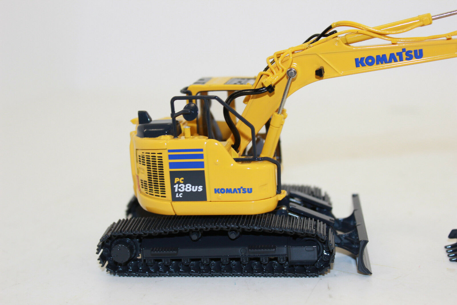 First Gear 50 3360 KOMATSU Chaînes Excavateurs PC 138 138 138 US lc-11 1 50 NOUVEAU dans neuf dans sa boîte f74f56