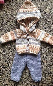 """Glorieux Poupées Vêtements Hand Knitted Sweat à Capuche & Pantalon 12-14"""".boy Pour Poupée-très Mignon-afficher Le Titre D'origine"""