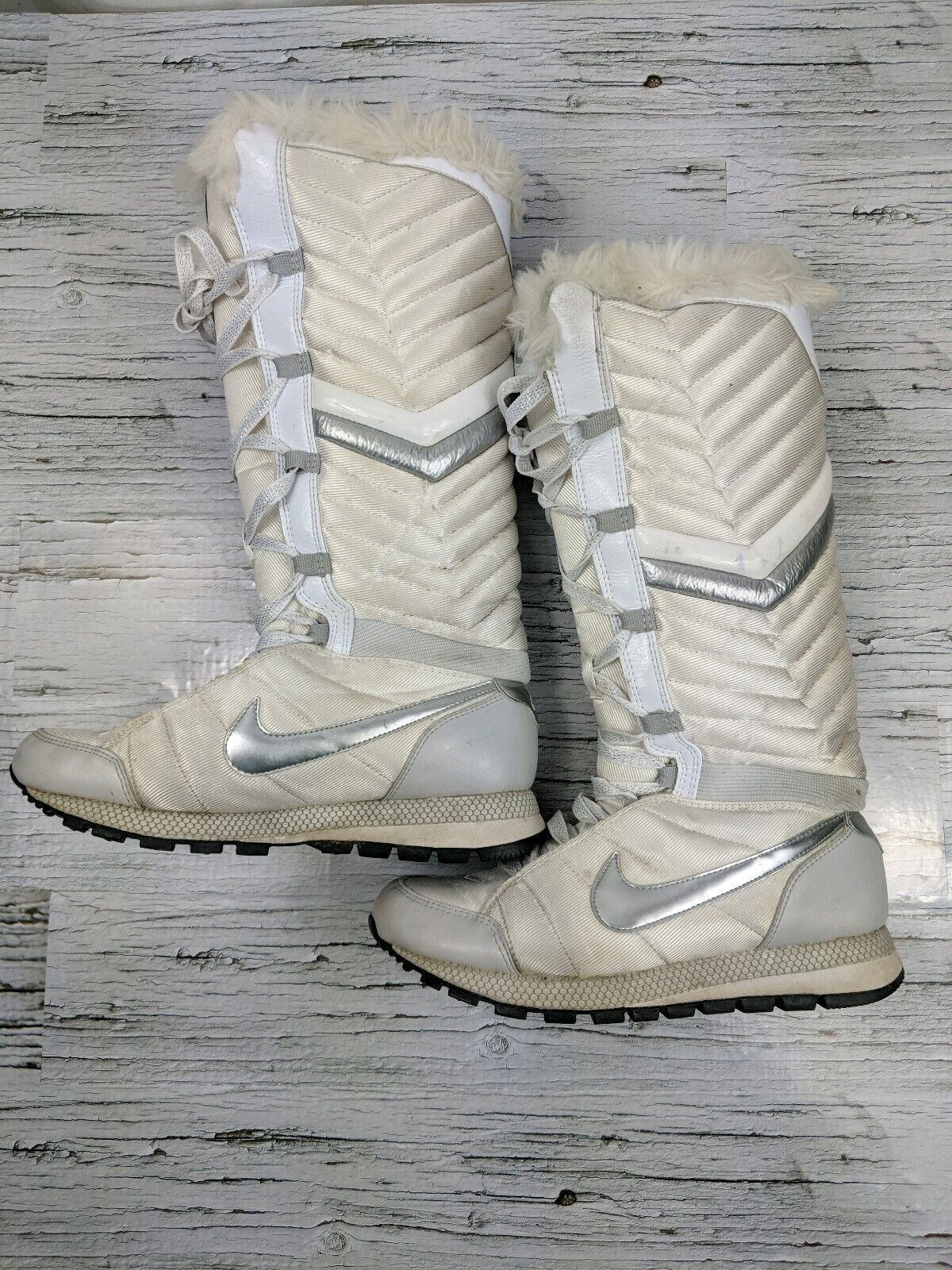 Nike Apres Boots shoes white silver Size 6.5 Womens