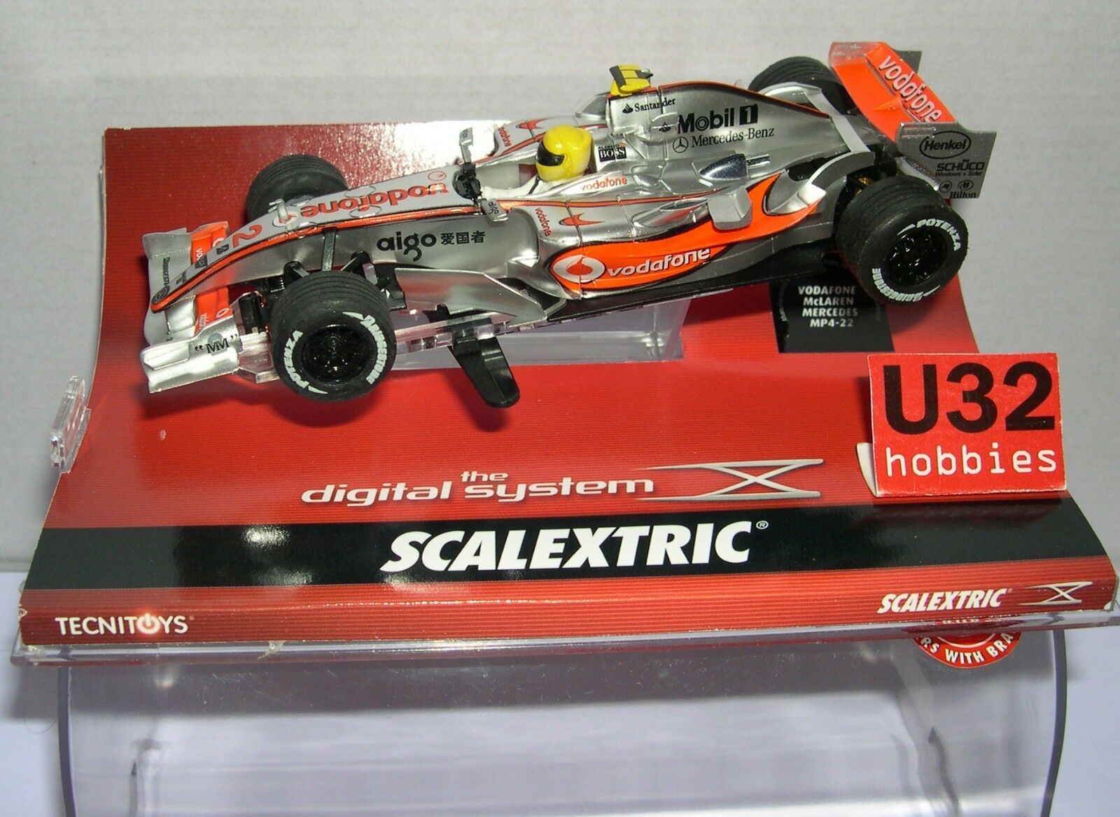 SCALEXTRIC DIGITAL SYSTEM 1350 McLAREN MERCEDES MP4-22 F1 VODAFONE HAMILTON