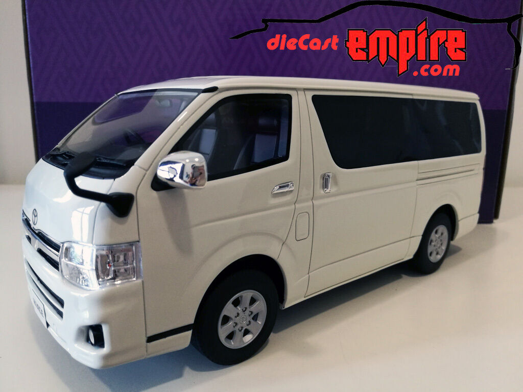 Kyosho Samurai 1 18 - Toyota Hiace Super GL White KSR18003W resin model car