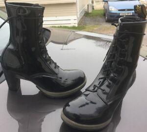 Dr-Martens-Darcie-black-leather-boots-UK-8-EU-42-heels