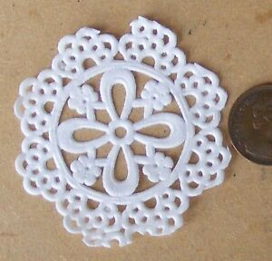 1-12-Scale-Pack-Of-12-Paper-Cake-Doilies-5-5cm-Diameter-Dolls-House-Accessory-A