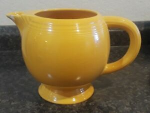 Vintage-FIESTAWARE-Deep-Yellow-Large-Footed-Pitcher-Fiesta-has-a-few-chips