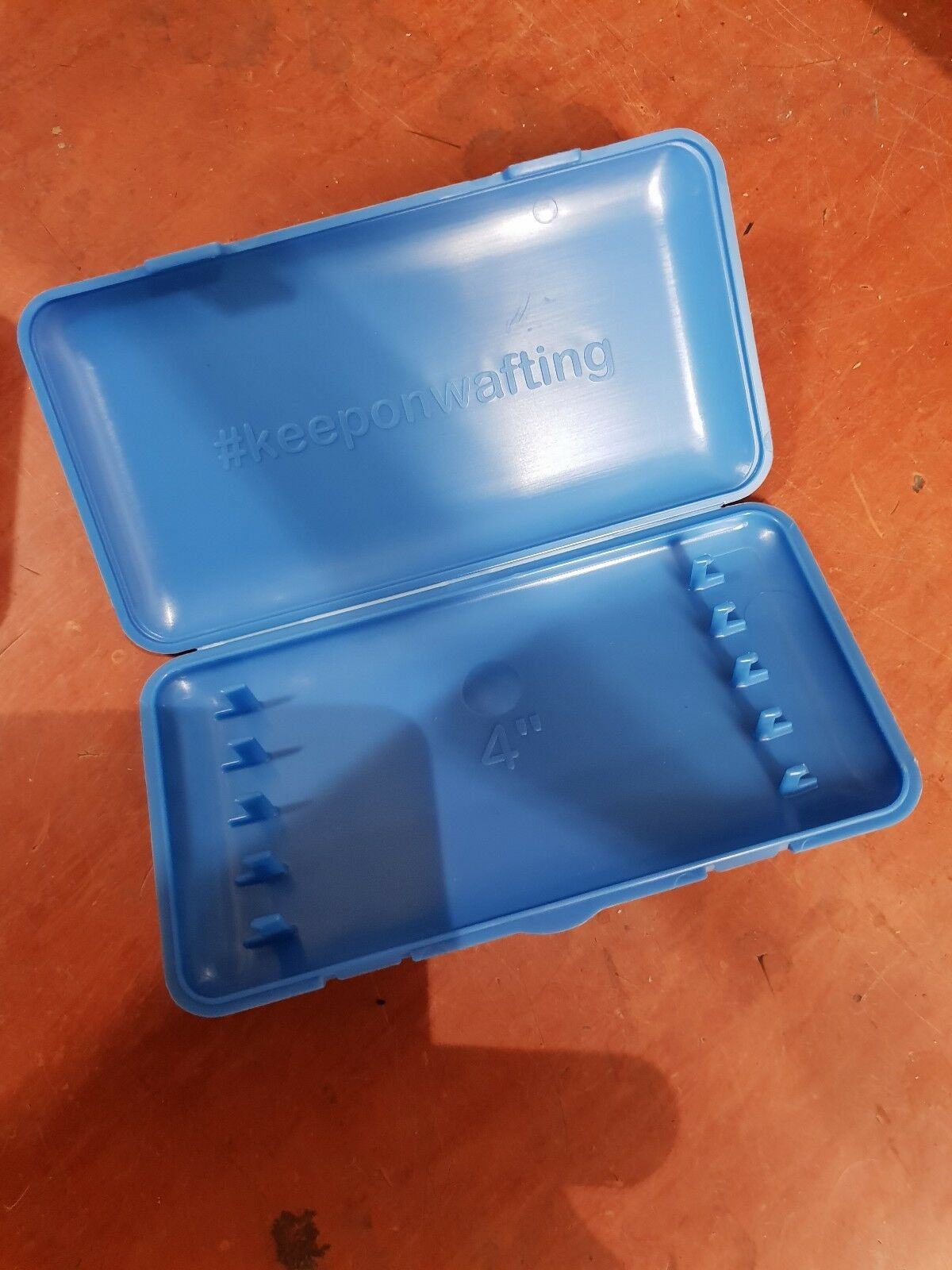 50 4  hook lengths in small ringers box read description before purchasing