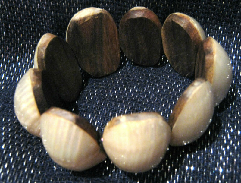 Lovely Lightweight Wooden Beaded Elasticated Braceletwith Oval Links