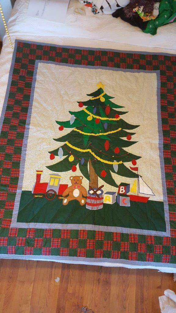 LARGE 49X60  CHRISTMAS TREE CALICO PLAID PATCHWORK APPLIQUE LAP THROW QUILT, VTG