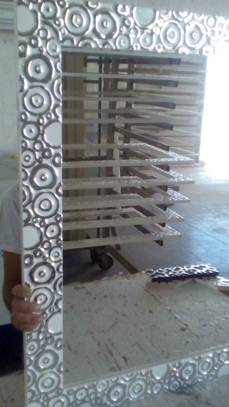 SPECCHIERA moderna 80 x 100 legno  argento laccato bianco con rilievi argento  7d4a7d