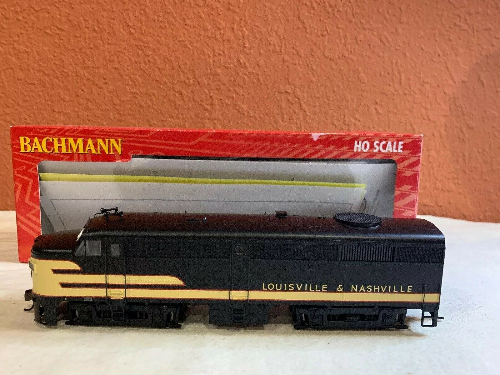 HO SCALE BACHMANN LOCO ITEM ALCO FA2 DIESEL L & N NEW DCC EQUIPPED