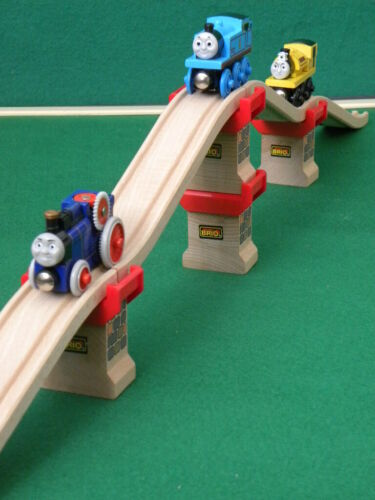 ELEVATED TRACKS con SUPPORTS para THOMAS AND FRIENDS Ferroviario De Madera Tren BRIO