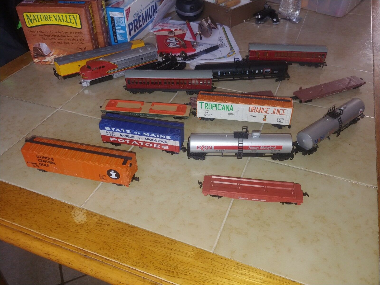 Lot scale trains engine and caboose Diesel Powered HO Scale Train