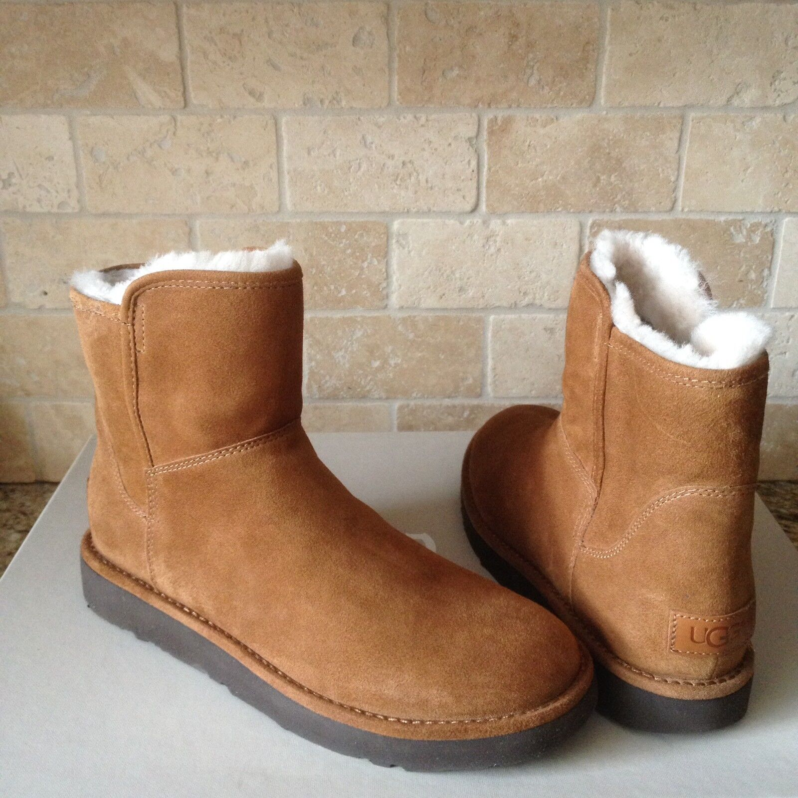 UGG ABREE MINI BRUNO / BROWN SUEDE SHEARLING ZIP BOTAS TAMAÑO US 7 MUJERES 1016548